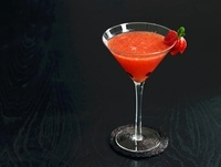 Bloodhound cocktail withgin, vermouth and strawberries