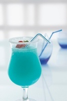 Gulf Stream (cocktail made with Blue Curacao and champagne)
