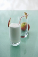 Apple colada (cocktail with apple schnapps and coconut milk)