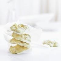 White chocolate-musli cookies