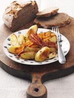 Fried potatoes with bacon 22199073013| 写真素材・ストックフォト・画像・イラスト素材|アマナイメージズ