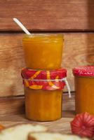 Pumpkin chutney with apricots and vanilla
