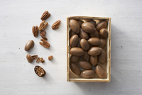 Pecan nuts, whole and shelled