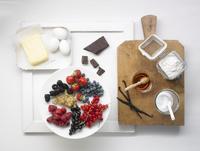 Various ingredients for desserts and cake 22199073450  写真素材・ストックフォト・画像・イラスト素材 アマナイメージズ