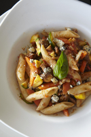 Penne with vegetables and blue cheese 22199073583| 写真素材・ストックフォト・画像・イラスト素材|アマナイメージズ