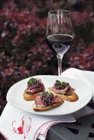 Roast beef canapes and a glass of red wine