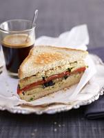 A hummus and grilled vegetable sandwich 22199073781| 写真素材・ストックフォト・画像・イラスト素材|アマナイメージズ