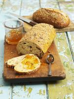 Fruit bread with jam and sunflower seed bread 22199073815| 写真素材・ストックフォト・画像・イラスト素材|アマナイメージズ