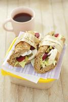 Chicken, beetroot and cucumber sandwiches to take away 22199074080| 写真素材・ストックフォト・画像・イラスト素材|アマナイメージズ