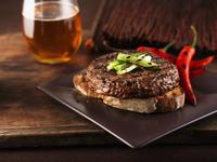Grilled sirloin burger 22199074108| 写真素材・ストックフォト・画像・イラスト素材|アマナイメージズ