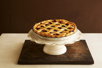 Whole Cherry Pie with Lattice Crust 22199074298  写真素材・ストックフォト・画像・イラスト素材 アマナイメージズ