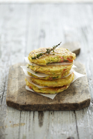 A stack of courgettes cakes 22199075598  写真素材・ストックフォト・画像・イラスト素材 アマナイメージズ