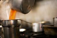 Soup Pouring from Pot; Kitchen 22199075607| 写真素材・ストックフォト・画像・イラスト素材|アマナイメージズ