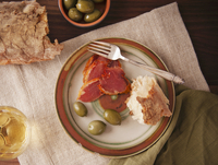 Tapas Plate with Jamo´n Ibe´rico, Olives and Bread