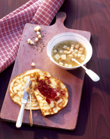Caraway soup and pancakes with jam 22199075809| 写真素材・ストックフォト・画像・イラスト素材|アマナイメージズ