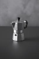 An espresso maker 22199077013| 写真素材・ストックフォト・画像・イラスト素材|アマナイメージズ
