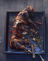 Rabbit wrapped in bacon, cooked in the oven 22199077277| 写真素材・ストックフォト・画像・イラスト素材|アマナイメージズ