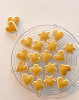 Butter biscuits with egg glaze 22199078452| 写真素材・ストックフォト・画像・イラスト素材|アマナイメージズ