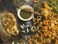 Focaccia with chanterelles and thyme pesto