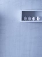 Four white eggs in a shelf on the wall 22199078724| 写真素材・ストックフォト・画像・イラスト素材|アマナイメージズ