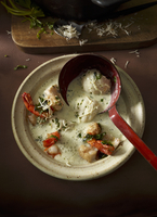 Cream of horseradish soup with zander and prawns 22199078757| 写真素材・ストックフォト・画像・イラスト素材|アマナイメージズ