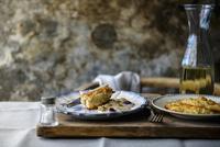 Chicken with grapes, honey and garlic 22199078908| 写真素材・ストックフォト・画像・イラスト素材|アマナイメージズ