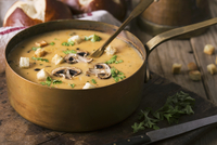 Cream of mushroom soup. Home-made, country style with sliced mushrooms. 22199078925| 写真素材・ストックフォト・画像・イラスト素材|アマナイメージズ