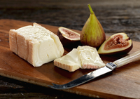 taleggio cheese with figs