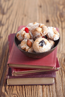 Amaretti (almond biscuits, Italy) with dried fruits on a stack of books 22199079111| 写真素材・ストックフォト・画像・イラスト素材|アマナイメージズ