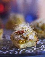 Canapes with crab meat and edible shoots 22199079117| 写真素材・ストックフォト・画像・イラスト素材|アマナイメージズ