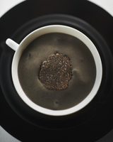 Creamy porcini mushroom and truffle soup (view from above) 22199079121| 写真素材・ストックフォト・画像・イラスト素材|アマナイメージズ