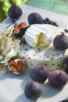 Cheese, figs and pistachio bread