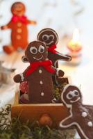 Gingerbread men for Christmas 22199080300| 写真素材・ストックフォト・画像・イラスト素材|アマナイメージズ