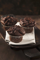 Chocolate muffins 22199080331  写真素材・ストックフォト・画像・イラスト素材 アマナイメージズ
