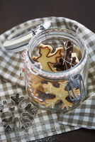 Christmas biscuits in a jar 22199080353| 写真素材・ストックフォト・画像・イラスト素材|アマナイメージズ