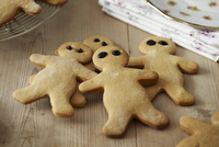 Several gingerbread men on a wooden table
