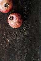 Two pomegranates on a wooden surface (view from above) 22199080545  写真素材・ストックフォト・画像・イラスト素材 アマナイメージズ