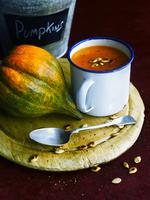 Squash soup with toasted pumpkin seeds 22199080562| 写真素材・ストックフォト・画像・イラスト素材|アマナイメージズ