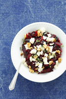 Beetroot salad with walnuts, goat's cheese and prunes 22199080631| 写真素材・ストックフォト・画像・イラスト素材|アマナイメージズ