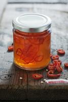 Sweet chilli jam in a screw-top jar 22199080685  写真素材・ストックフォト・画像・イラスト素材 アマナイメージズ