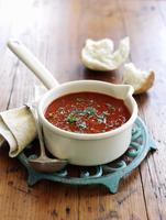 Tomato soup with fresh herbs in a saucepan 22199080800| 写真素材・ストックフォト・画像・イラスト素材|アマナイメージズ