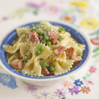 Pasta bows with ham and peas