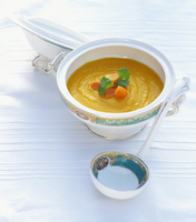 Cream of carrot soup with ginger and garlic