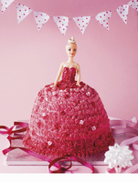 A pink Barbie cake for a children's birthday party 22199081793  写真素材・ストックフォト・画像・イラスト素材 アマナイメージズ