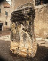Roman cippus 22244001277| 写真素材・ストックフォト・画像・イラスト素材|アマナイメージズ