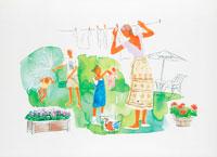 庭で洗濯物干しと水遊びをする家族