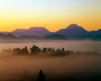 安心院盆地の朝霧