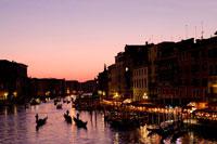 大運河のゴンドラ 22252003851| 写真素材・ストックフォト・画像・イラスト素材|アマナイメージズ