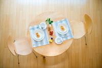テーブルセッティング 俯瞰 22257002591| 写真素材・ストックフォト・画像・イラスト素材|アマナイメージズ