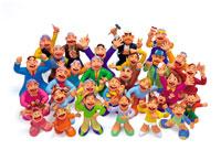 笑顔で見上げる様々な人々 クラフト 22276001866| 写真素材・ストックフォト・画像・イラスト素材|アマナイメージズ
